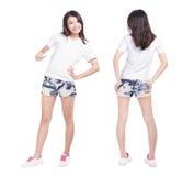 Muchacha joven de la belleza con la camisa blanca en blanco Imagen de archivo libre de regalías