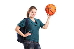 Muchacha joven de la escuela que lleva a cabo un baloncesto Fotos de archivo