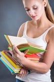 Muchacha joven del adolescente con los libros Imagenes de archivo