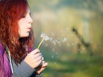 Muchacha joven del adolescente con los pelos rojos Imagen de archivo
