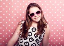 Muchacha joven del adolescente que presenta en estudio Imagen de archivo