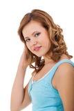 Muchacha joven del adolescente que sonríe teniendo retrato de la diversión Imagen de archivo libre de regalías