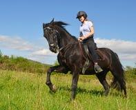 Muchacha joven del montar a caballo Imagen de archivo libre de regalías