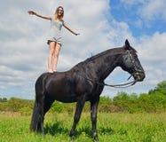 Muchacha joven del montar a caballo Fotografía de archivo libre de regalías