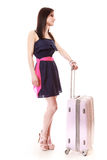 Muchacha joven del verano con la maleta del viaje aislada Foto de archivo