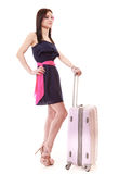 Muchacha joven del verano con la maleta del viaje aislada Imagenes de archivo