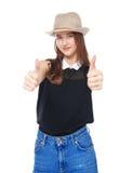 Muchacha joven feliz del adolescente que muestra los pulgares para arriba aislados Imágenes de archivo libres de regalías