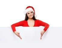 Muchacha joven y atractiva del adolescente con una cartelera en blanco Imagen de archivo libre de regalías
