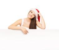 Muchacha joven y atractiva del adolescente con una cartelera en blanco Foto de archivo