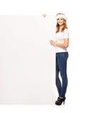 Muchacha joven y atractiva del adolescente con una cartelera en blanco Fotos de archivo