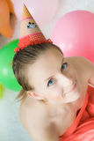 Muchacha joven y bonita en su cumpleaños Foto de archivo