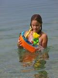 Muchacha juguetona en el mar 1 Fotos de archivo
