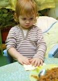 Muchacha la empanada del cocinero de manzanas imagen de archivo libre de regalías