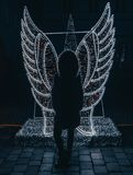 Muchacha ligera del instalation del ángel fotografía de archivo