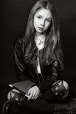 Muchacha linda adolescente con el pelo largo que presenta el retrato de la naturaleza del estudio Rebecca 36 Fotografía de archivo libre de regalías