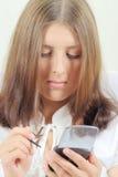 Muchacha linda con el handheld Fotografía de archivo libre de regalías