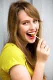 Muchacha linda con el Lollipop Foto de archivo libre de regalías