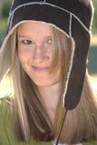 Muchacha linda con el sombrero de las lanas del invierno Imagen de archivo libre de regalías