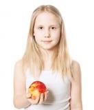 Muchacha linda con la fruta roja de la manzana Consumición sana Foto de archivo libre de regalías
