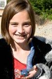 Muchacha linda con la serpiente del juguete Foto de archivo