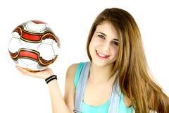 Muchacha linda con la sonrisa del balón de fútbol Fotografía de archivo