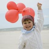 Muchacha linda con los globos rojos   Imagenes de archivo