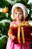 Muchacha linda con los regalos de Navidad Fotografía de archivo libre de regalías