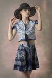 Muchacha linda con ropa azul preciosa imágenes de archivo libres de regalías