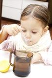Muchacha linda con té Fotografía de archivo libre de regalías