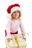 Muchacha linda con un regalo de Navidad Imagen de archivo