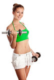 Muchacha linda de la aptitud que se resuelve con pesas de gimnasia Imagen de archivo libre de regalías