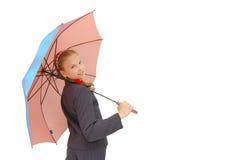 Muchacha linda del adolescente con un paraguas rosado Imagen de archivo