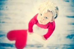 Muchacha linda del liitle que mira para arriba Imagen de archivo libre de regalías