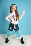 Muchacha linda del niño que modela un equipo del pingüino del invierno Fotos de archivo libres de regalías
