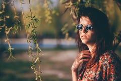 Muchacha linda en el parque, pensativo Fotografía de archivo