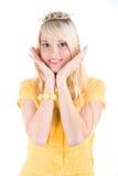 Muchacha linda en tapa amarilla fotos de archivo