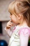 Muchacha linda que chupa el dedo Fotos de archivo libres de regalías