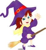 Muchacha linda que lleva el traje de la bruja y del palo de escoba de Halloween Fotos de archivo libres de regalías