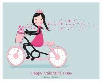 Muchacha linda que monta un bicyle con los corazones Fotografía de archivo libre de regalías