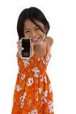 Muchacha linda que muestra su teléfono móvil Imágenes de archivo libres de regalías