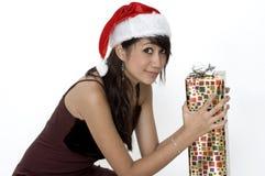 Muchacha linda que se sienta con un presente Imágenes de archivo libres de regalías