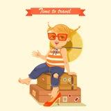 Muchacha linda que se sienta en las maletas grandes Foto de archivo