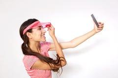 Muchacha linda que toma el selfie con el teléfono móvil Imagen de archivo libre de regalías