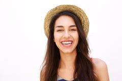 Muchacha linda sonriente con el pelo y el sombrero largos Fotografía de archivo libre de regalías