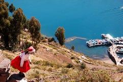 Muchacha local en la isla de Tequile Fotos de archivo