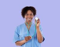 Muchacha médica africana con un estetoscopio Imagenes de archivo