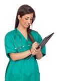 Muchacha médica de Atractive con un sujetapapeles Fotografía de archivo