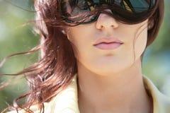 Muchacha magnífica en gafas de sol Foto de archivo libre de regalías