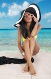 Muchacha magnífica en la playa Imagenes de archivo