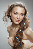 Muchacha maravillosa con el pelo rizado Imagen de archivo libre de regalías